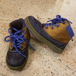 LIKE NEW OshKosh Toddler Boy Boots 9